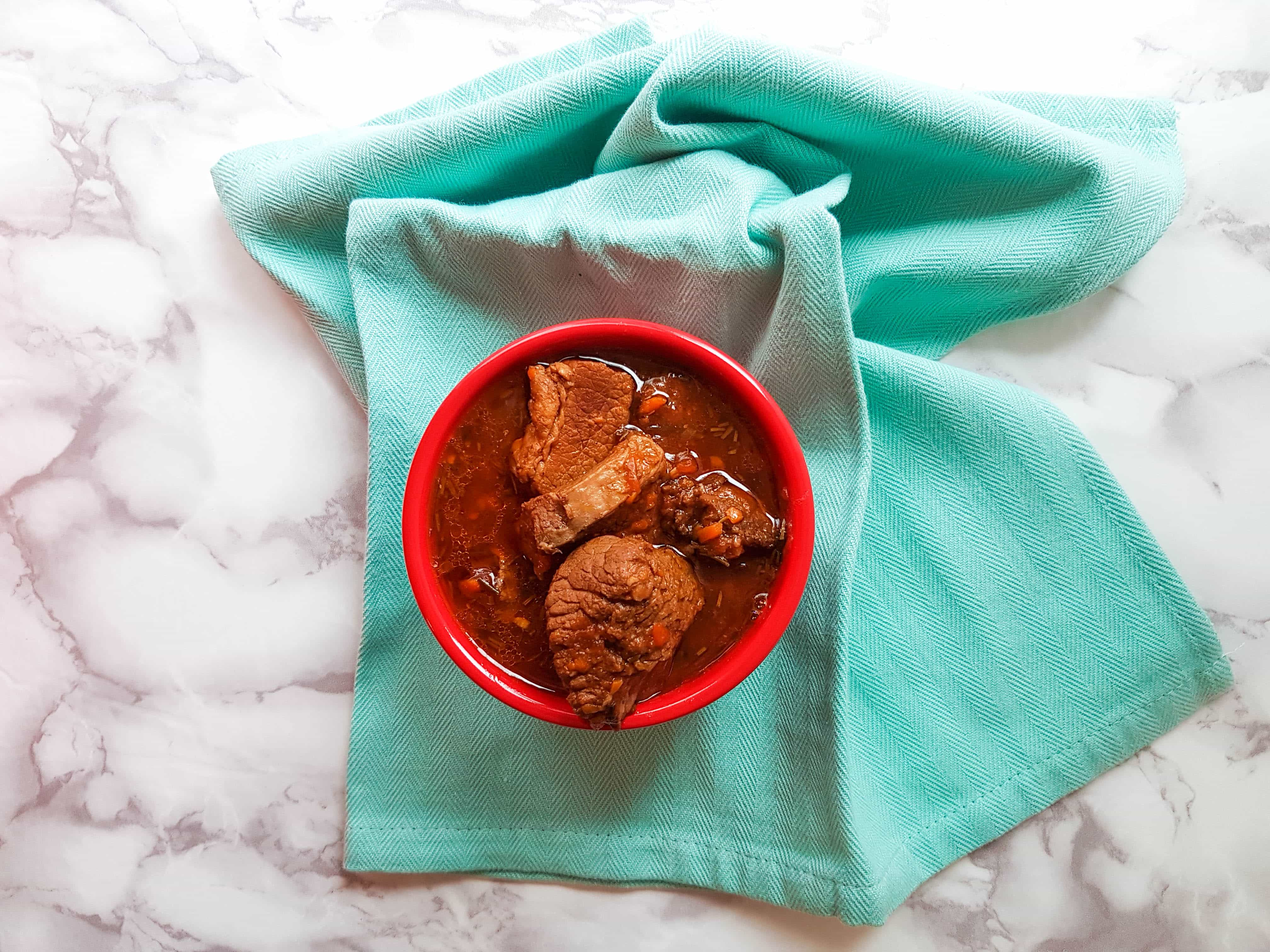 Need something hearty and uncomplicated to get over the winter blues? Try this Slow Cooker Beef Ragu www.carmyy.com